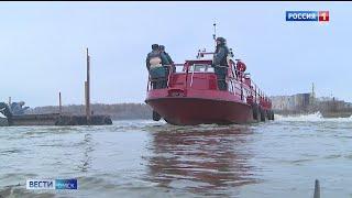 В Омске пожарный катер отправили на зимовку — до весны
