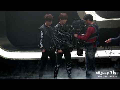 [FANCAM] 121229 KAI x LAY - SBS Gayo Daejun (Recording)