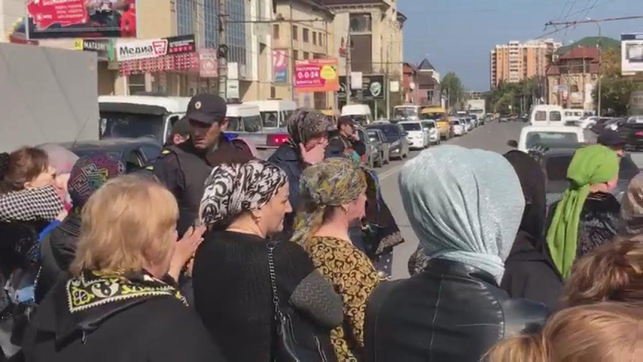 """Погорельцы """"Дагэлектромаша"""" снова перекрыли проспект Гамидова"""