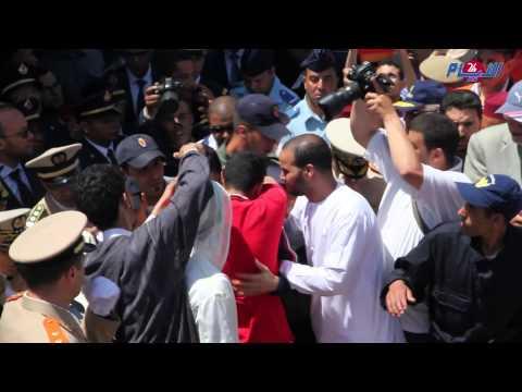فيديو مؤثر جدا..يخرج من سجن عكاشة لرؤية جثمان أخيه الطيار ياسين بحثي