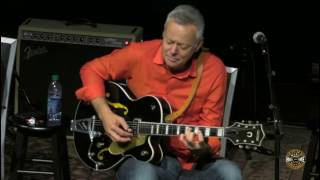 """Tommy Emmanuel Plays Chet Atkins' """"Dark Eyes"""" Guitar at The Country Music Hall of Fame ~ Nashville"""