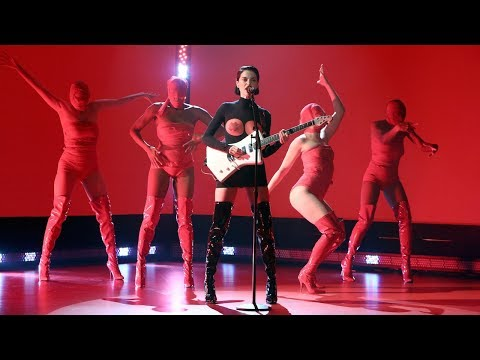 St. Vincent Performs 'Los Ageless'
