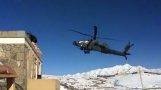 Apache helikopter styrter i jorden
