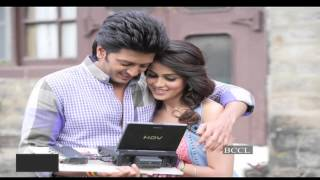 Riteish proposes to Genelia all over again; cutest couple ..