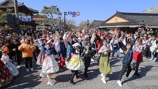 KPOP RANDOM PLAY DANCE WITH KOREAN TRADITIONAL CLOTHES!