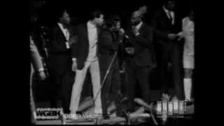 James Brown & His Fans at the Boston Garden (Live)
