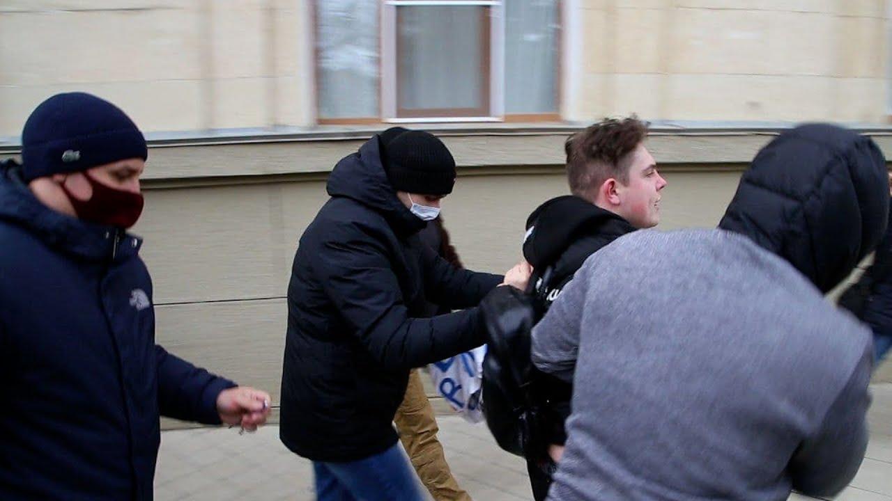 Протесты в Краснодаре: активистов задерживали люди в штатском
