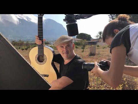 Javier Cámara en el taller de guitarras Bros !