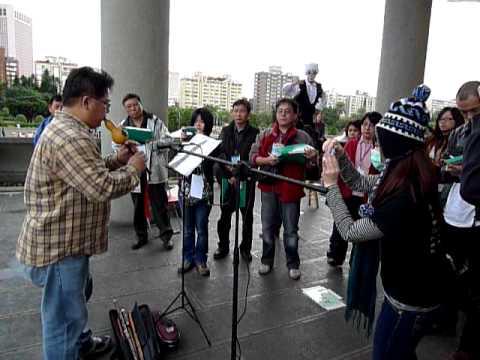 200911台北街頭藝人評議過程(湯鴻宇演奏葫蘆絲)