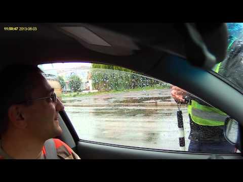 Летичівські інспектори ДАІ розводять водіїв