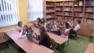 Występują uczniowie ze Szkoły Podstawowej im. Kornela Makuszyńskiego w Jaśkowicach.