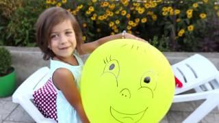 Играем Воздушными шариками Лопаем цветные Шары