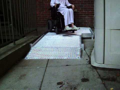 Mini plateforme pour fauteuil roulant