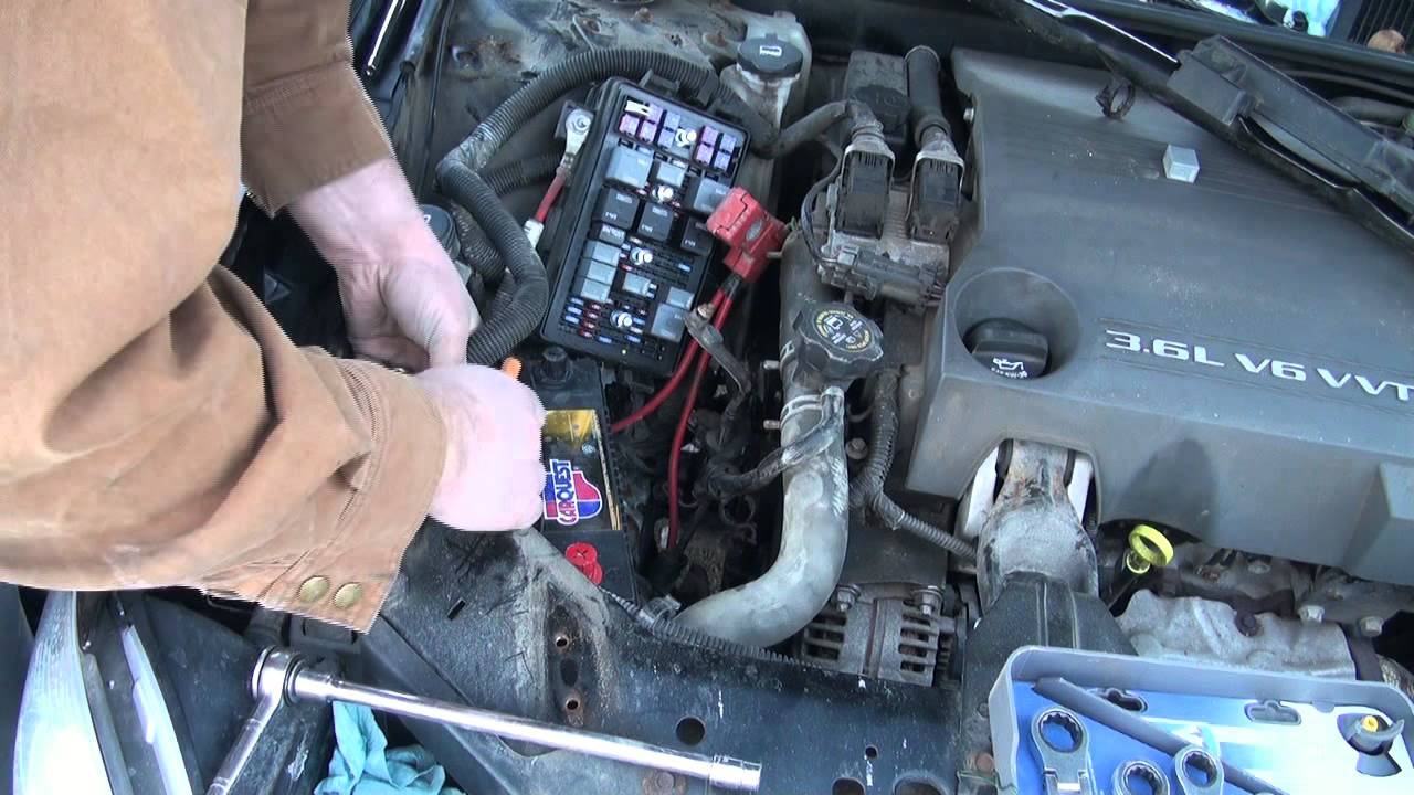 Battery Change On The 2005 Buick Allure Youtube