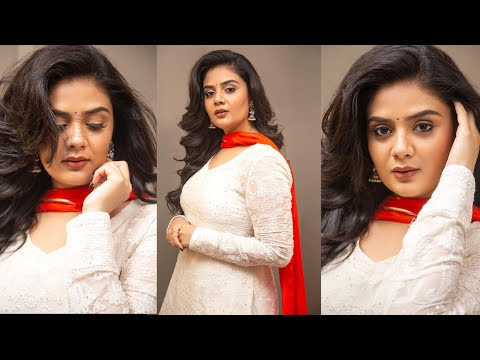 Anchor Sreemukhi's looks gorgeous in her latest looks