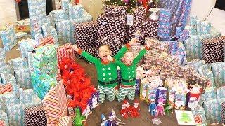 Opening Christmas Presents 2017 | DavidsTV