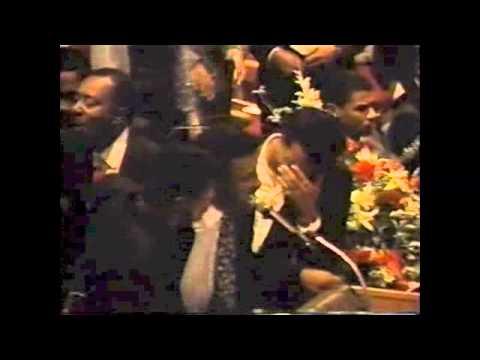 Baixar The Temptations Sing at David Ruffins Funeral