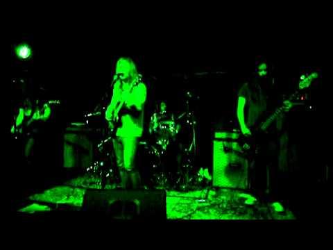 Priestess - Lay Down live 9 November 2010
