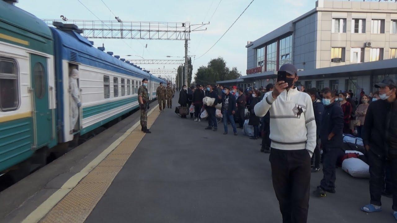 Волжский: узбекские мигранты дождались отправки домой