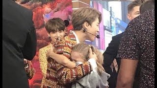 180926 JIMIN BTS hugged little girl fan on show 'Good Morning America' ( GMA)