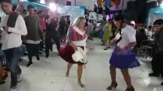 cholitas bailando jump up