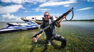 SpearFishing Under Old Abandoned ShipWrecks!! (GiantFish)