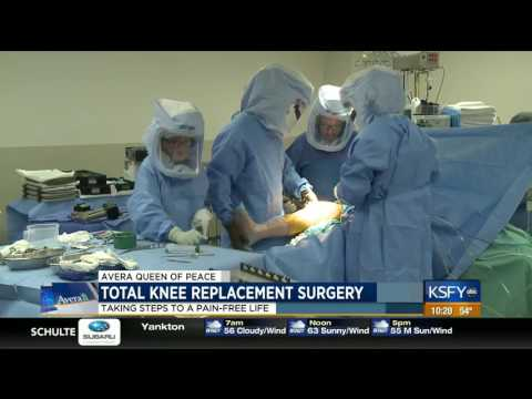 Total knee replacement surgery, taking steps to a pain free life - Medical Minute