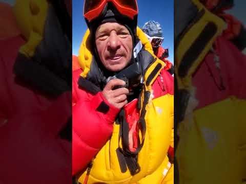 Поздравление жителям Коми с вершины Эвереста