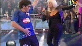 Diego Maradona armó una fiesta en vivo: Rafaella Carrá canta en La Noche del 10