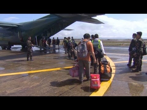 Typhoon Haiyan Survivors Seek Help At Airport - Smashpipe News