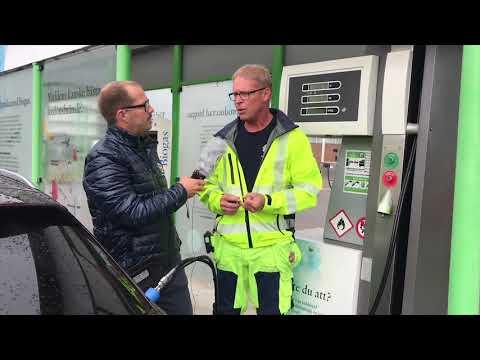 Hur funkar det att tanka biogas? Bosse förklarar.