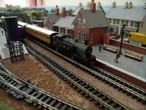 Rake Of 4 Graham Farish N Gauge Matching LNER Suburban Coaches