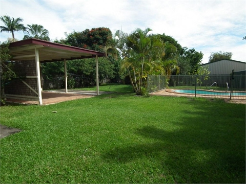 Maryborough - House With A Pool And Air Conditioning