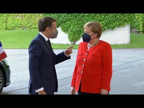 Merkelt aggasztják a teltházas EB-meccsek