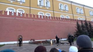 Đổi phiên canh gác trước Điện Kremlin.