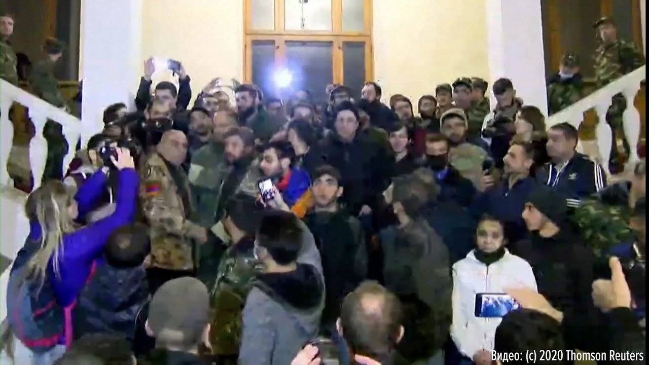 Беспорядки в Ереване: активисты требуют отмены соглашения по Карабаху