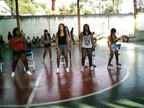Baixar As meninas dançando funk e humilhando