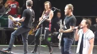 Pearl Jam - Rockin In The Free World w/Donna Grantis - Toronto (May 10, 2016)