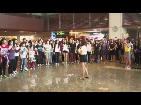 Sweet & Romantic Flash Mob Proposal @ Singapore Changi Airport