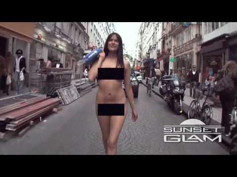 walking nude in paris