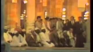 صدام حسين حين يصلي