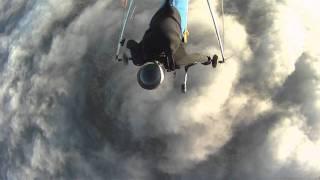 Deltaplane au dessus d'athènes