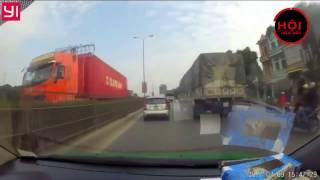 Xe tải biển 19 đâm bẹp đuôi xe con xong bỏ chạy và cái kết...