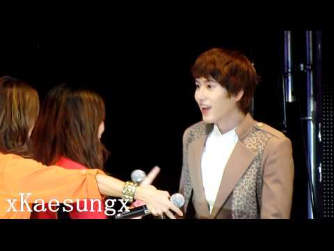 110528 Super Junior M in Malaysia KyuHyun hugged fan.Zhoumi and Sungmin jealous ?