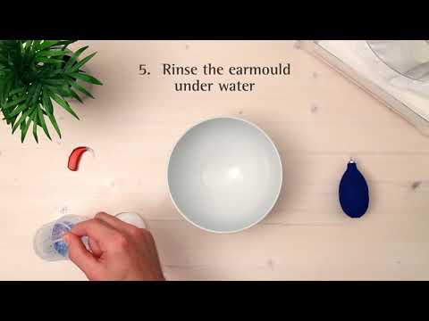 How to clean a hearing aid with an earmould