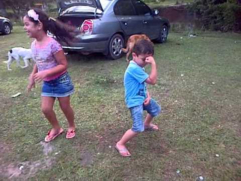 Baixar Roneizinho dançando o arrocha... Tiago Brava