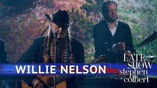 Willie Nelson Performs 'Summer Wind'