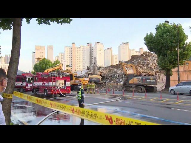 南韓大樓拆除工程突倒塌 壓毀巴士至少釀9死8重傷
