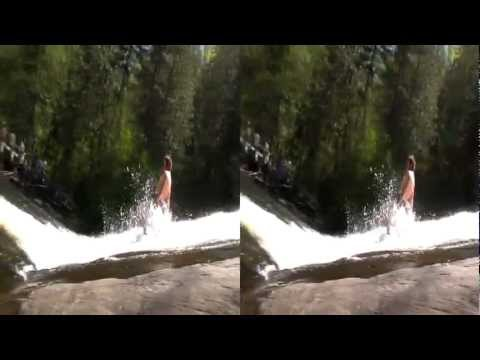 Slow Motion Stand up  slipping down a fall  Debout il dévale une chute