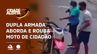 Dupla armada aborda e rouba moto de cidadão